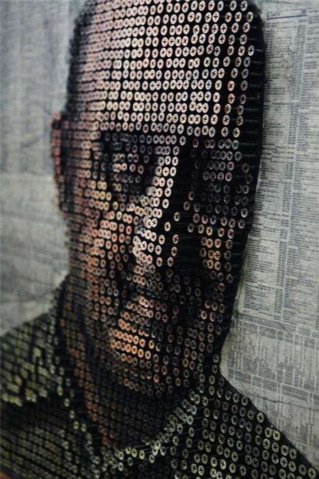 Tác phẩm chân dung độc đáo làm từ bu lông ốc vít